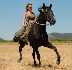 girl_horse_riding