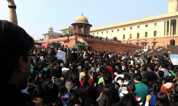3 Delhi_protests-students,_Raisina_Hill